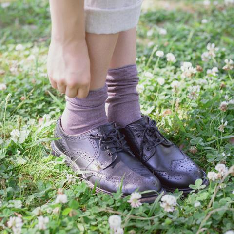 奈良で編んだ草木染め靴下